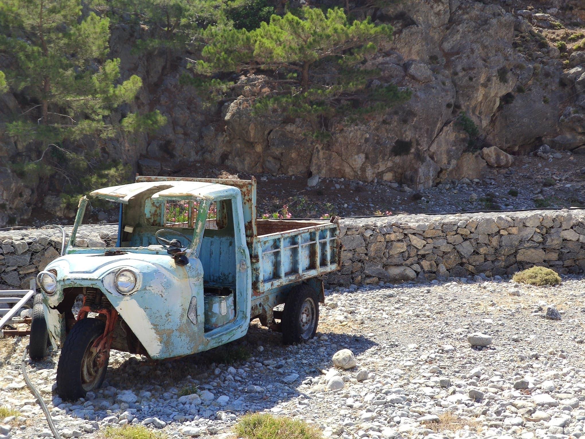 Omalos gorge dead old car